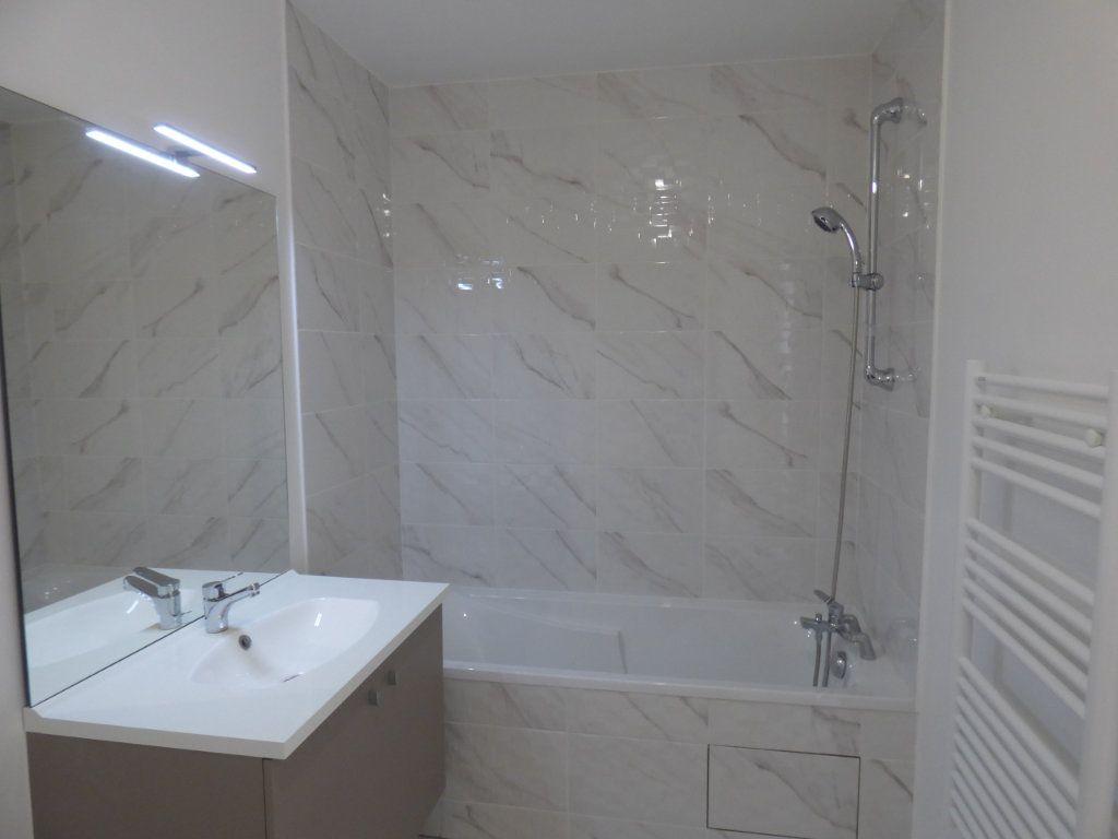 Appartement à vendre 4 74m2 à Noisy-le-Sec vignette-3