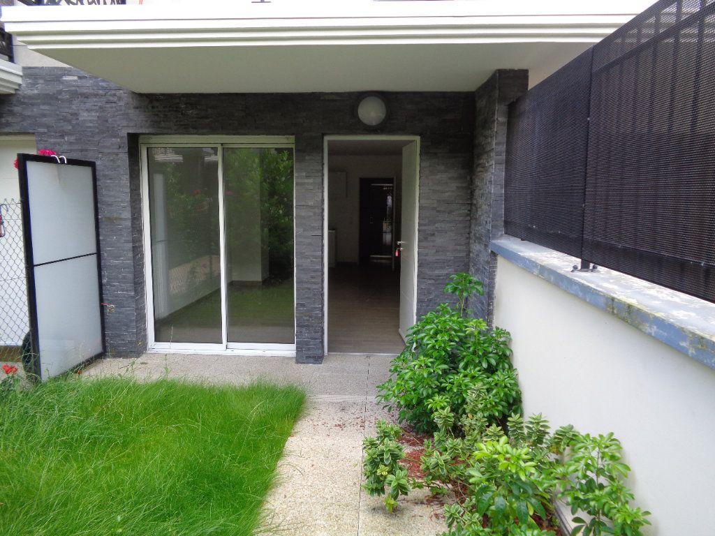 Appartement à louer 1 29.7m2 à Neuilly-Plaisance vignette-2