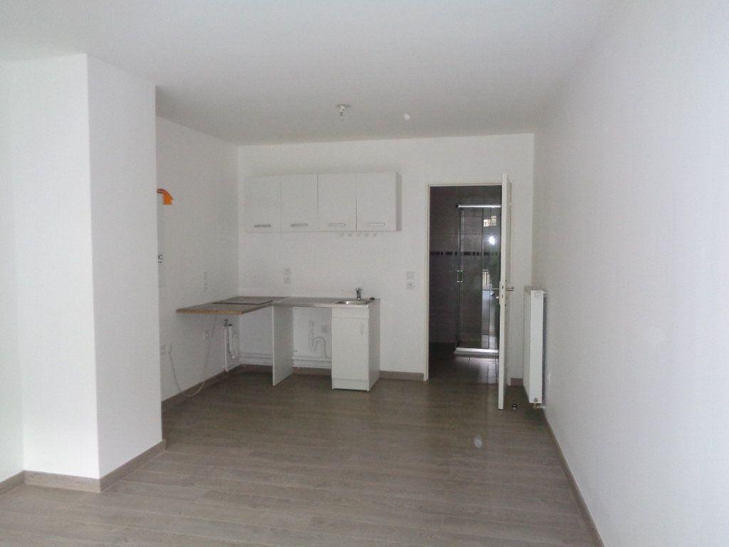Appartement à louer 1 29.7m2 à Neuilly-Plaisance vignette-3