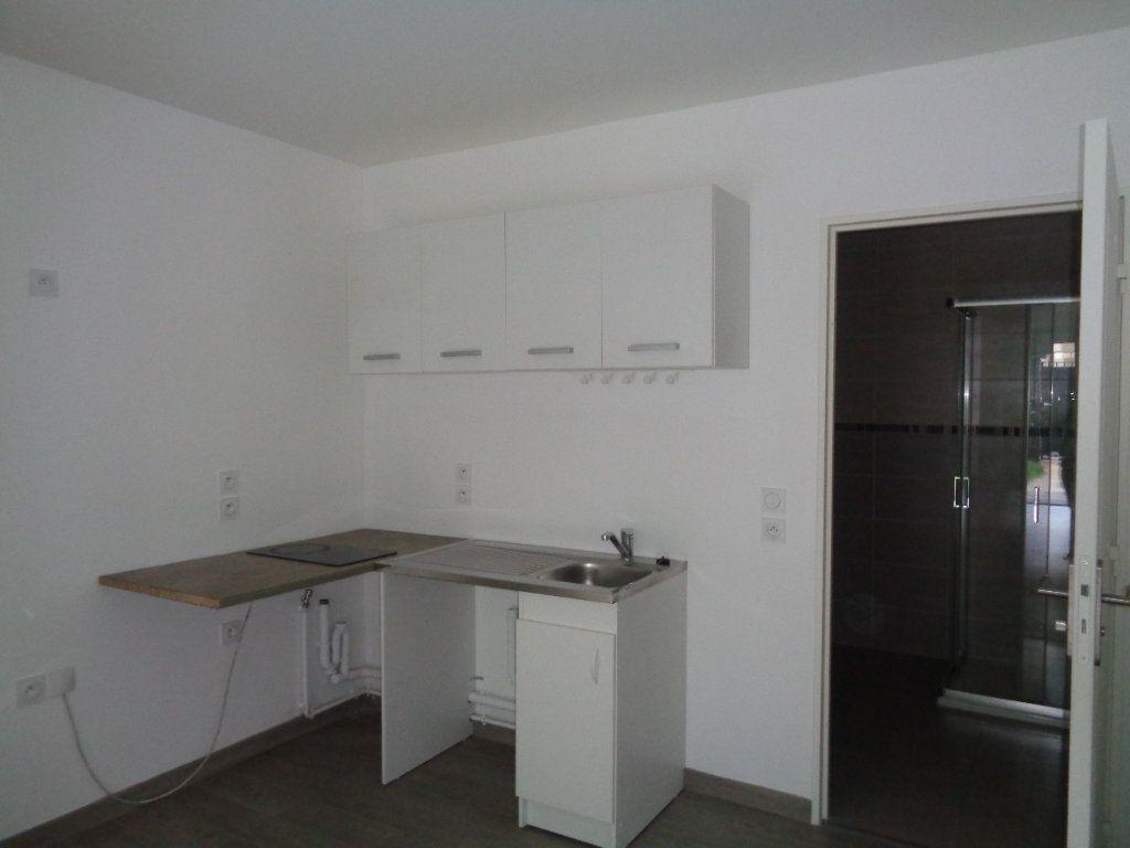 Appartement à louer 1 29.7m2 à Neuilly-Plaisance vignette-4