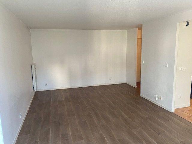 Appartement à louer 3 61.95m2 à Rosny-sous-Bois vignette-4