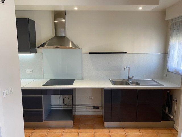 Appartement à louer 3 61.95m2 à Rosny-sous-Bois vignette-5
