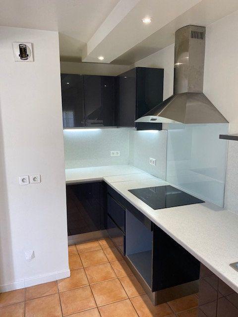 Appartement à louer 3 61.95m2 à Rosny-sous-Bois vignette-6