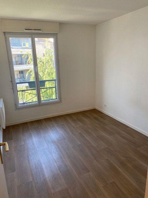 Appartement à louer 3 61.95m2 à Rosny-sous-Bois vignette-9