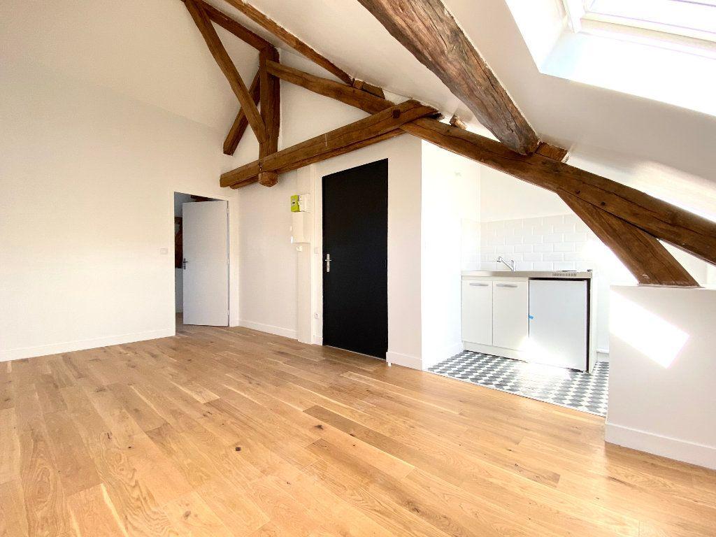 Appartement à louer 2 23m2 à Ozoir-la-Ferrière vignette-1