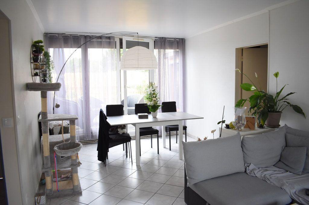 Appartement à vendre 3 63m2 à Gretz-Armainvilliers vignette-1