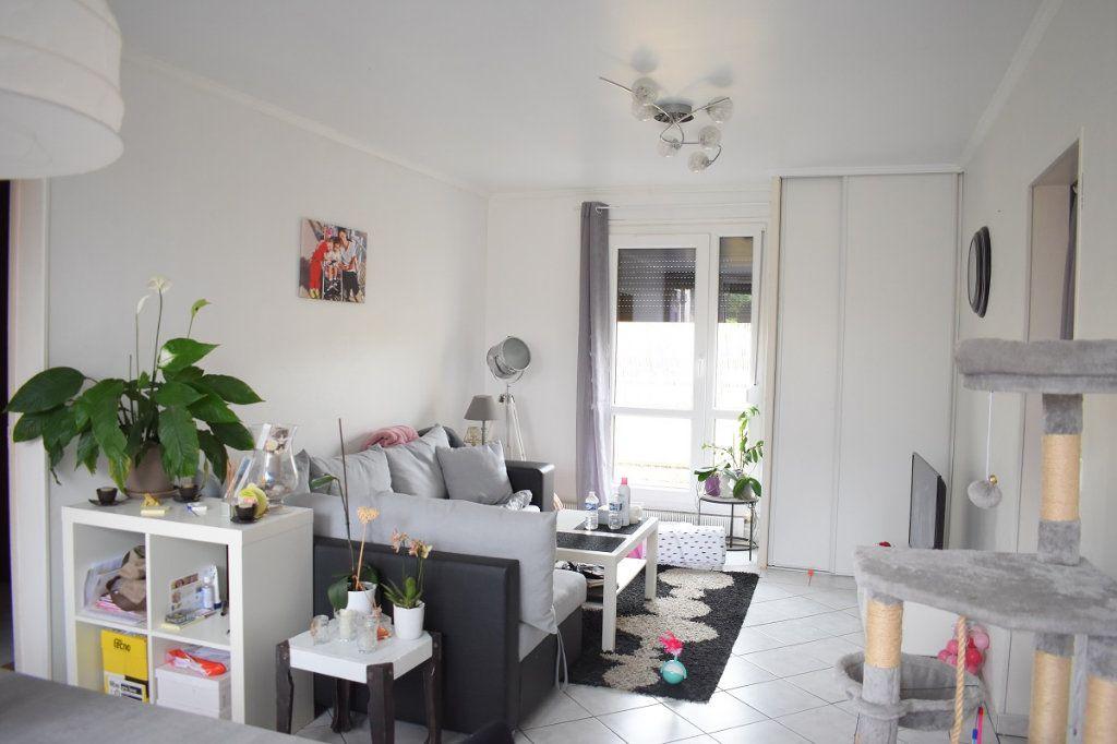 Appartement à vendre 3 63m2 à Gretz-Armainvilliers vignette-2