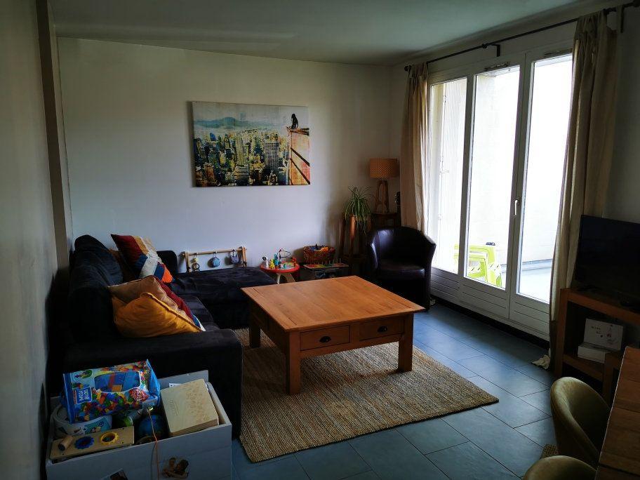 Appartement à vendre 3 60.48m2 à Ozoir-la-Ferrière vignette-2