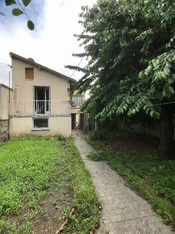 Maison à vendre 4 71.25m2 à Bobigny vignette-1