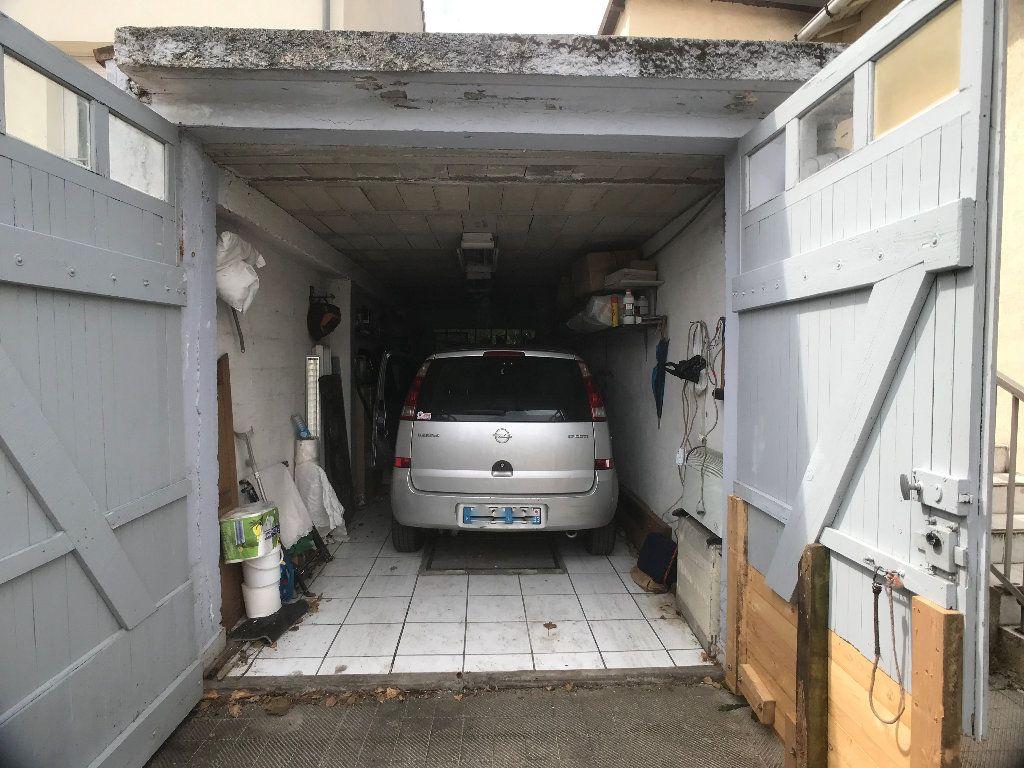 Maison à vendre 4 71.25m2 à Bobigny vignette-3