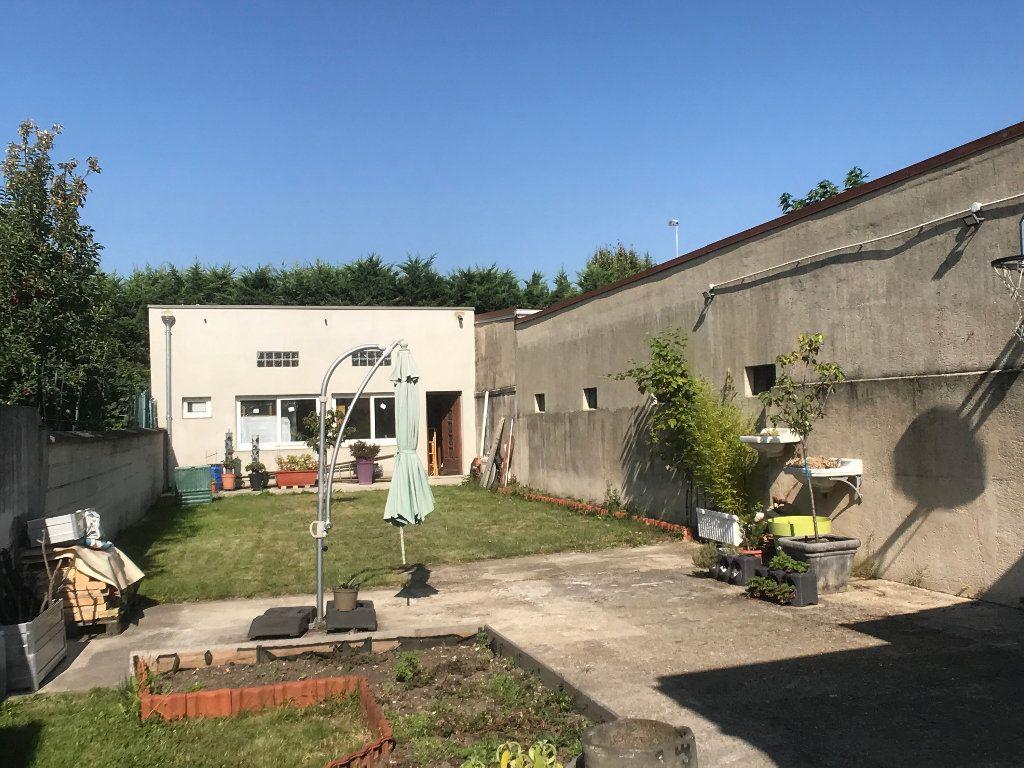 Maison à vendre 5 113.34m2 à Bobigny vignette-3