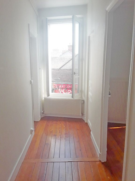 Appartement à louer 3 75m2 à Fontainebleau vignette-2