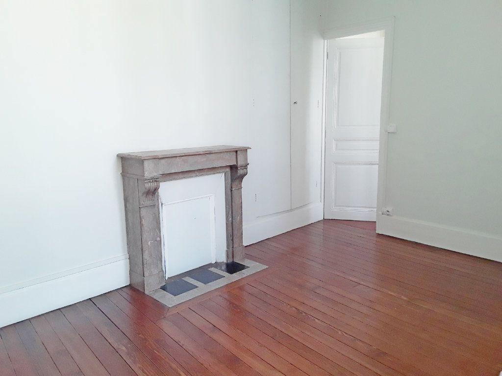 Appartement à louer 3 75m2 à Fontainebleau vignette-4