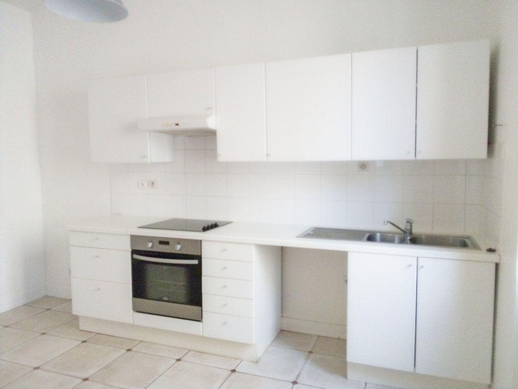 Appartement à louer 3 63m2 à Avon vignette-2