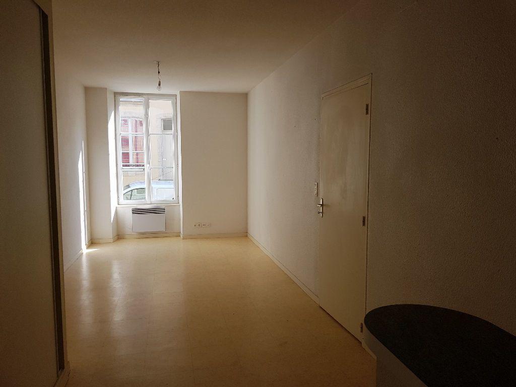 Appartement à louer 2 40m2 à Mamers vignette-1