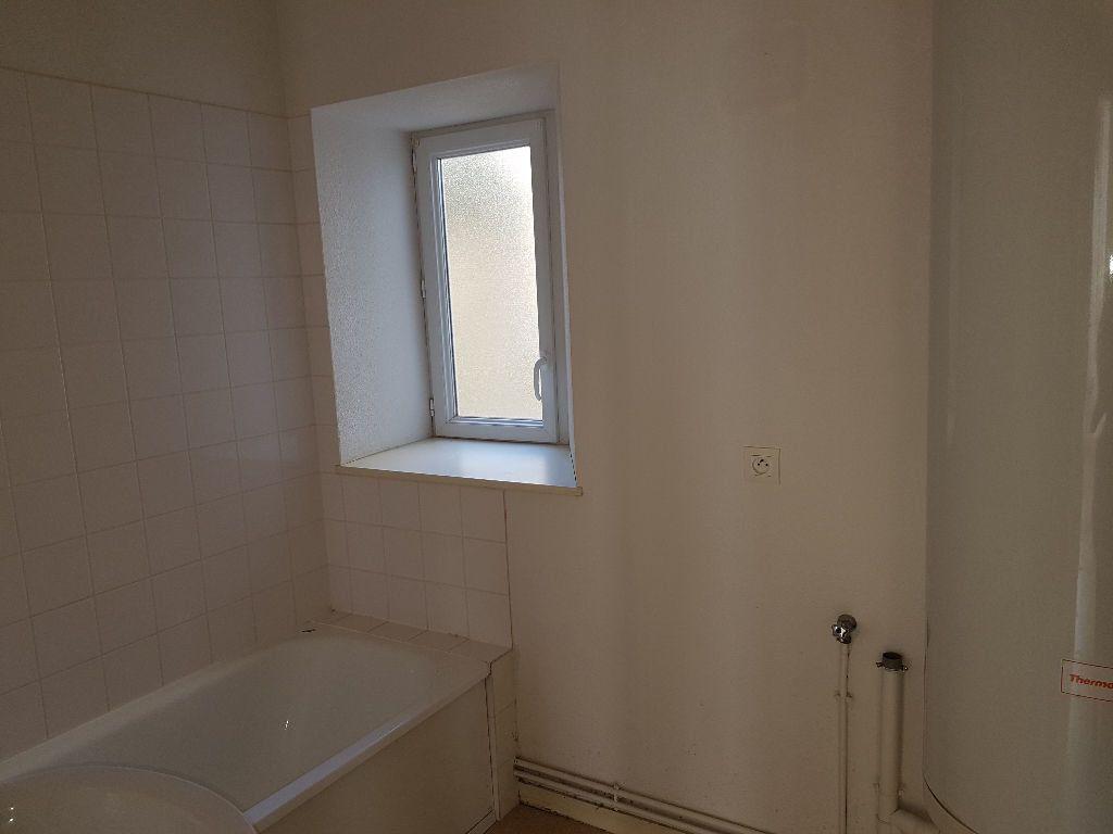 Appartement à louer 2 40m2 à Mamers vignette-3