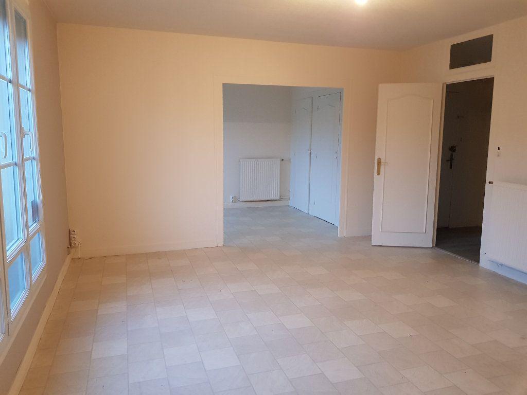 Appartement à louer 5 80m2 à Mamers vignette-4