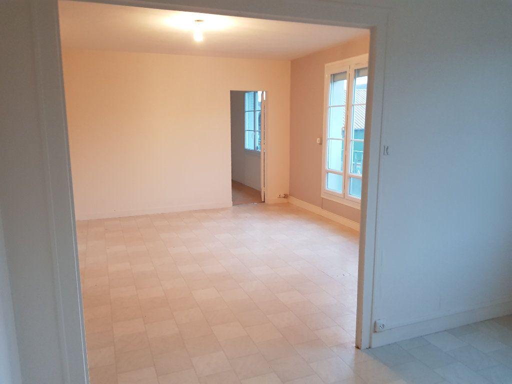 Appartement à louer 5 80m2 à Mamers vignette-12