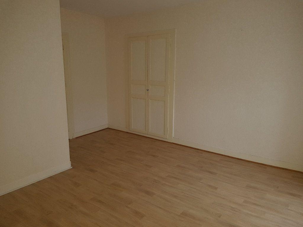 Maison à louer 3 67m2 à Mamers vignette-8