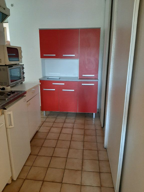 Appartement à louer 2 35m2 à Gréoux-les-Bains vignette-2