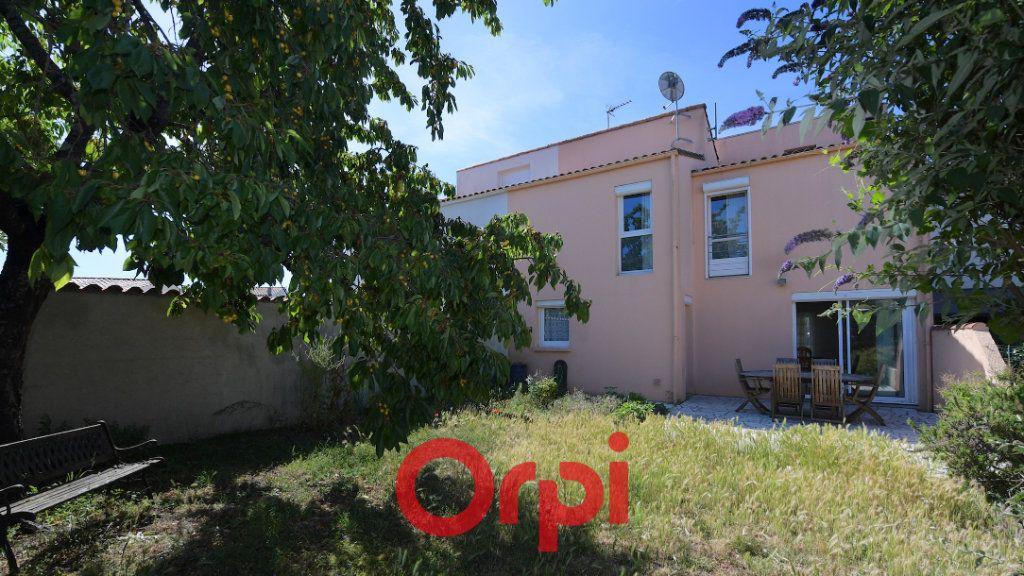 Maison à vendre 6 130m2 à La Rochelle vignette-1