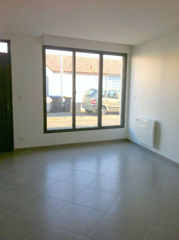 Maison à louer 3 80m2 à La Rochelle vignette-2