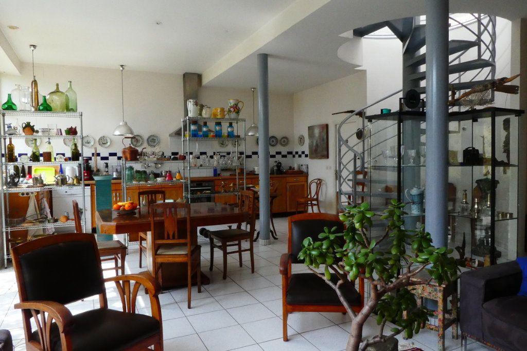 Maison à vendre 5 198m2 à La Rochelle vignette-7