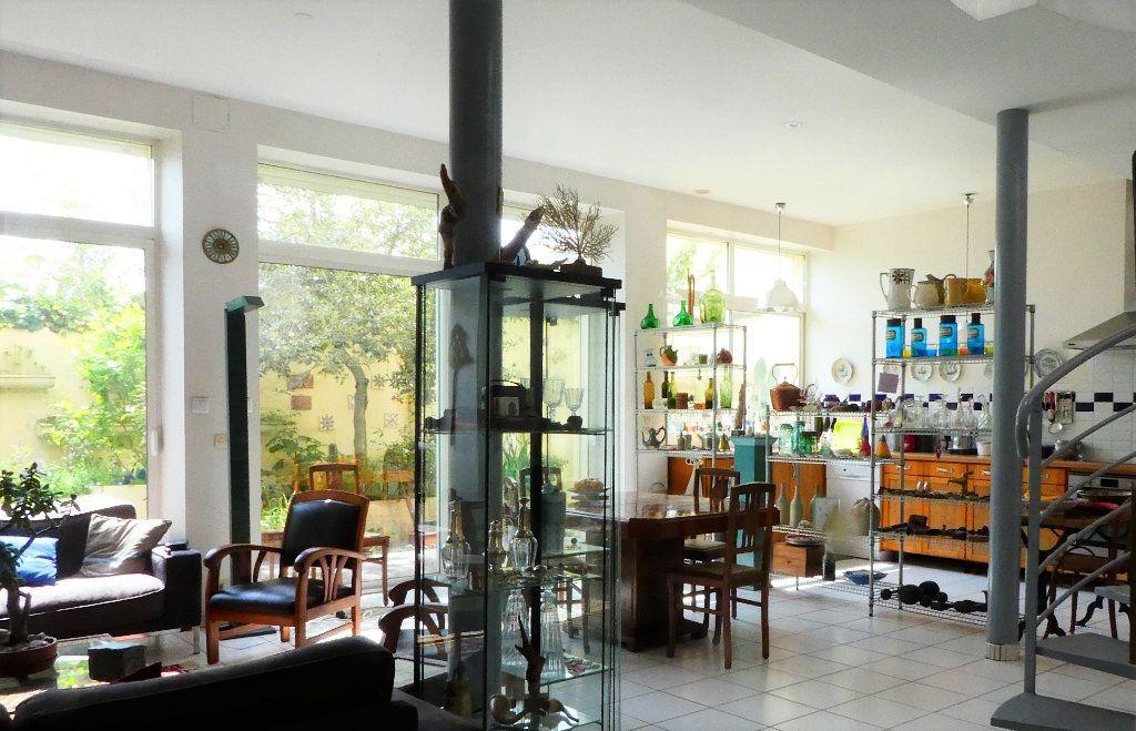 Maison à vendre 5 198m2 à La Rochelle vignette-12