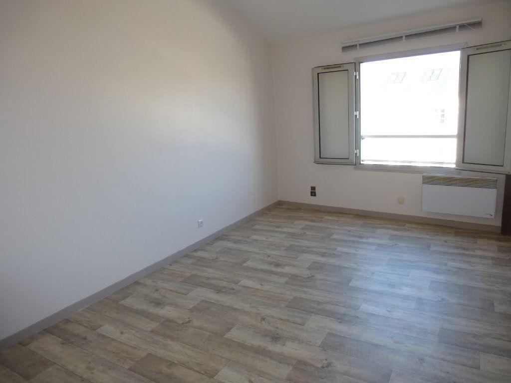 Appartement à louer 1 21.53m2 à La Rochelle vignette-1