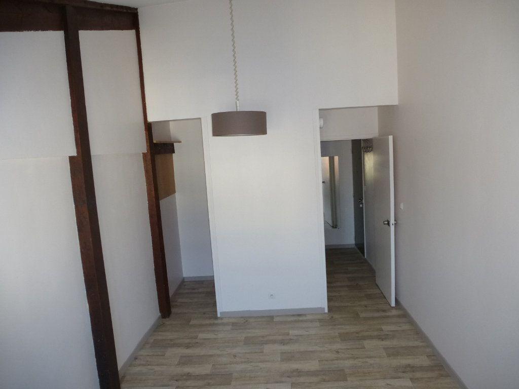 Appartement à louer 1 21.53m2 à La Rochelle vignette-3