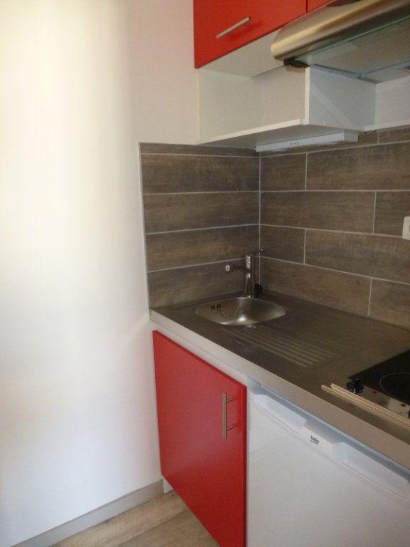 Appartement à louer 1 21.53m2 à La Rochelle vignette-4
