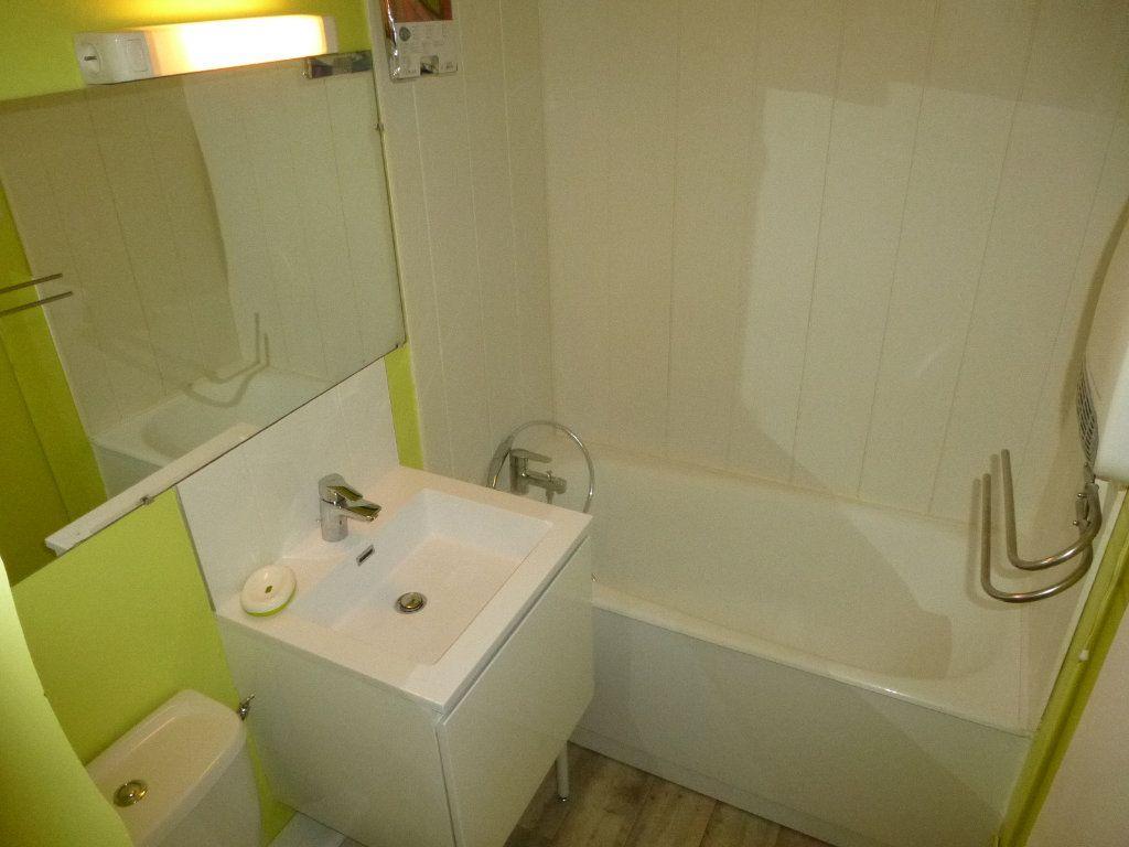 Appartement à louer 1 21.53m2 à La Rochelle vignette-5
