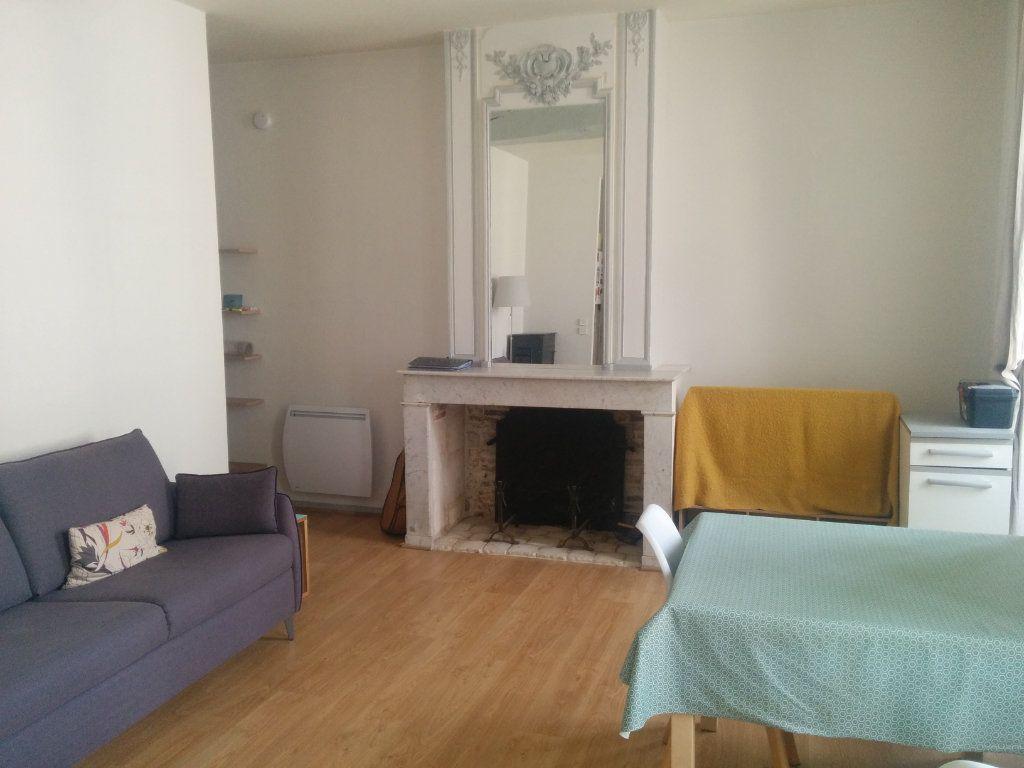 Appartement à louer 2 57.6m2 à La Rochelle vignette-1
