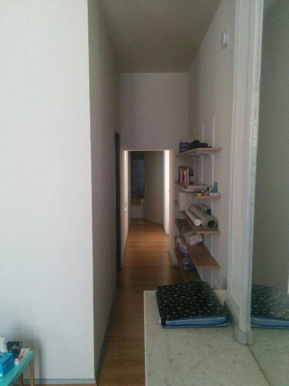 Appartement à louer 2 57.6m2 à La Rochelle vignette-3
