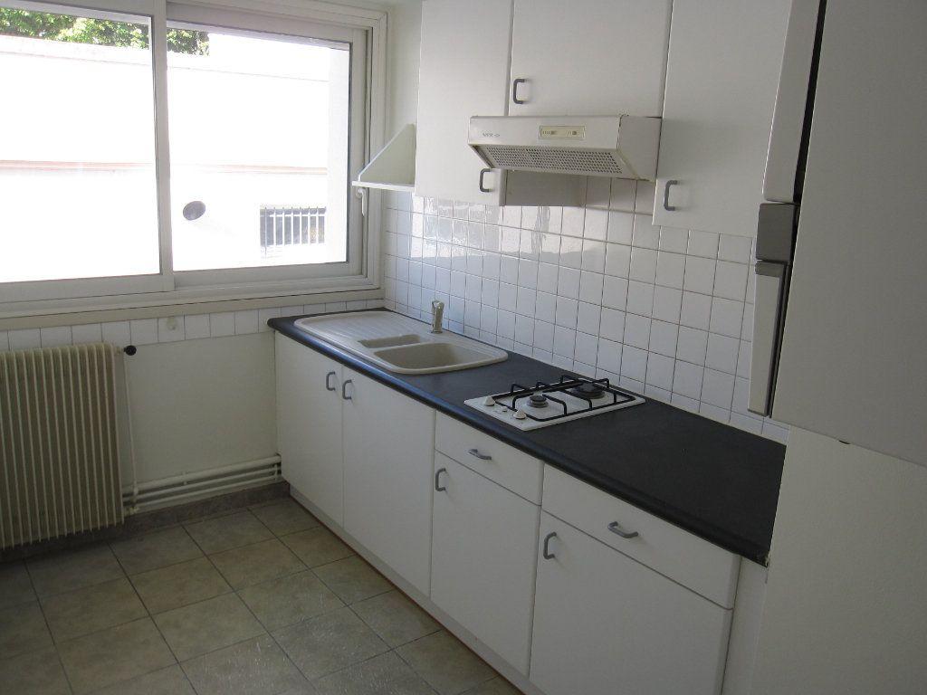 Appartement à louer 1 23m2 à La Rochelle vignette-2