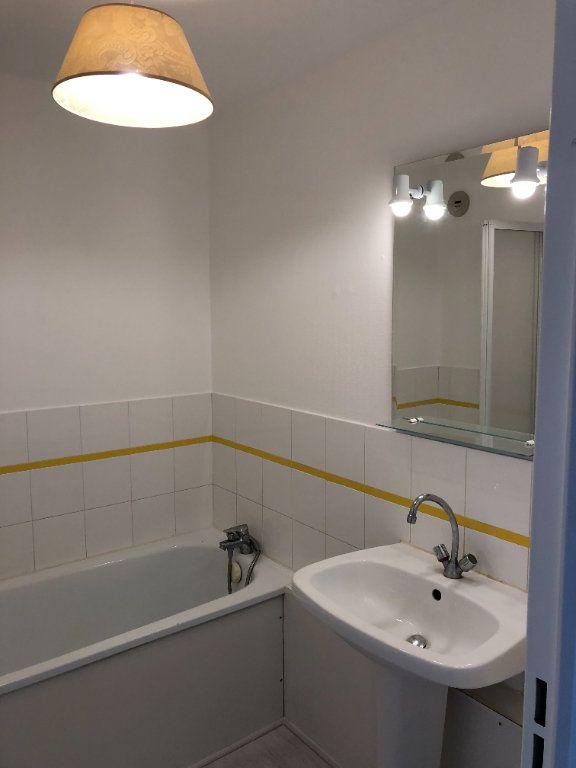 Appartement à louer 2 47m2 à La Rochelle vignette-3