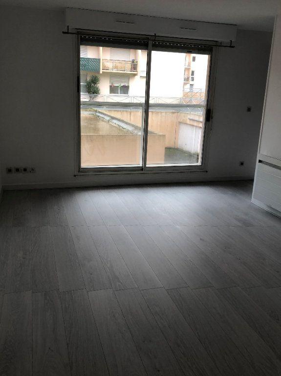 Appartement à louer 2 47m2 à La Rochelle vignette-4