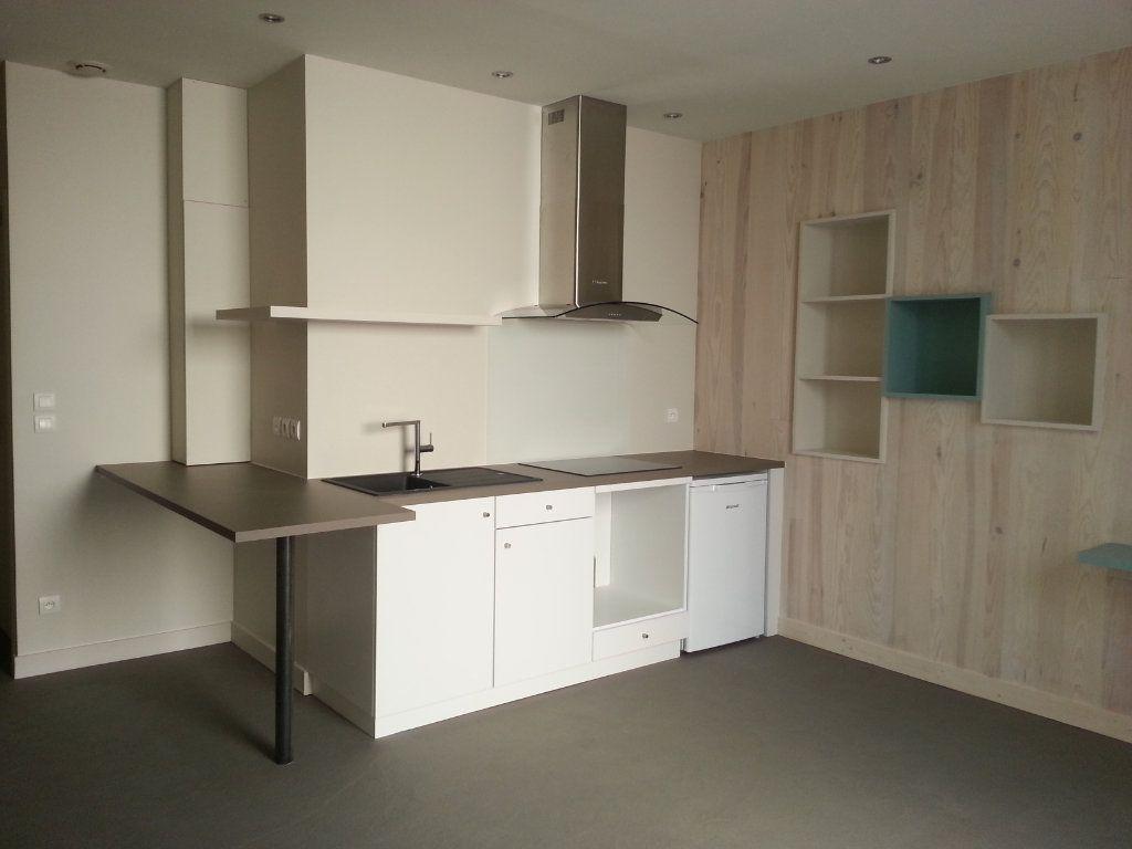 Appartement à louer 2 35m2 à La Rochelle vignette-1