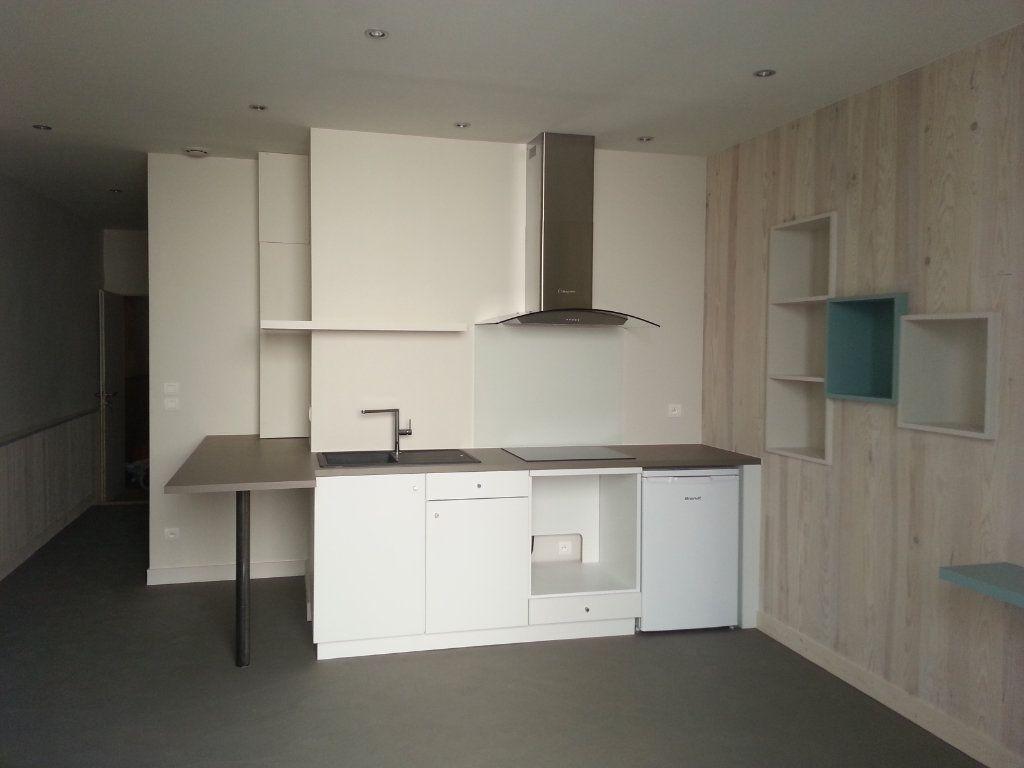 Appartement à louer 2 35m2 à La Rochelle vignette-4