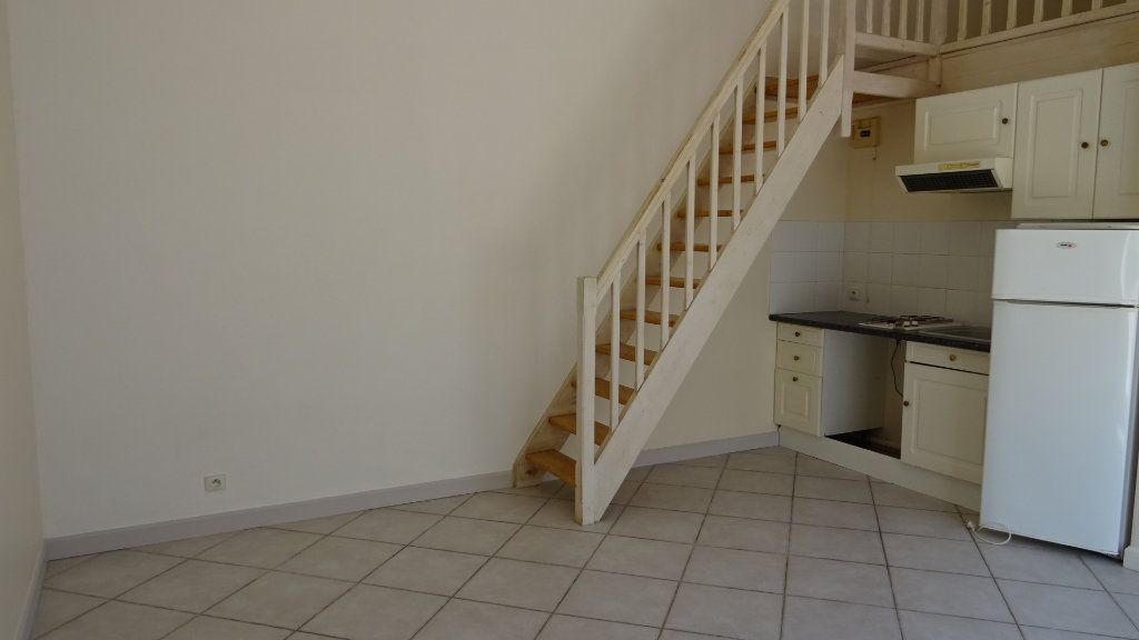 Appartement à louer 2 37.72m2 à La Rochelle vignette-1