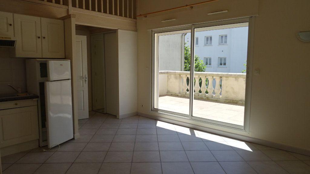 Appartement à louer 2 37.72m2 à La Rochelle vignette-2