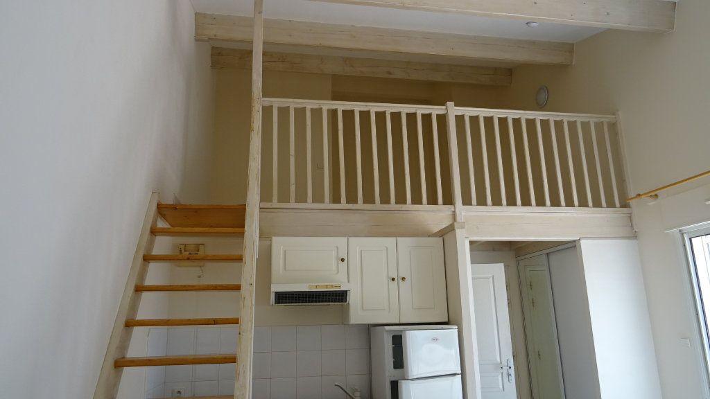 Appartement à louer 2 37.72m2 à La Rochelle vignette-3
