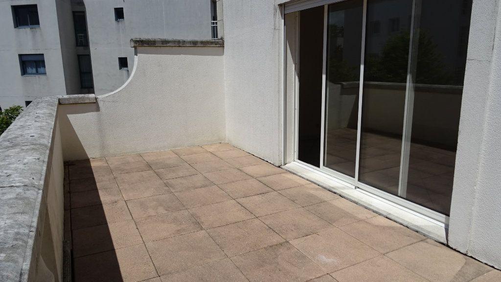 Appartement à louer 2 37.72m2 à La Rochelle vignette-8