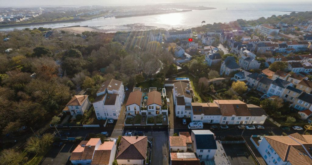 Maison à vendre 5 161.5m2 à La Rochelle vignette-4