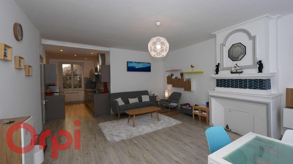 Appartement à vendre 5 85.91m2 à La Rochelle vignette-2
