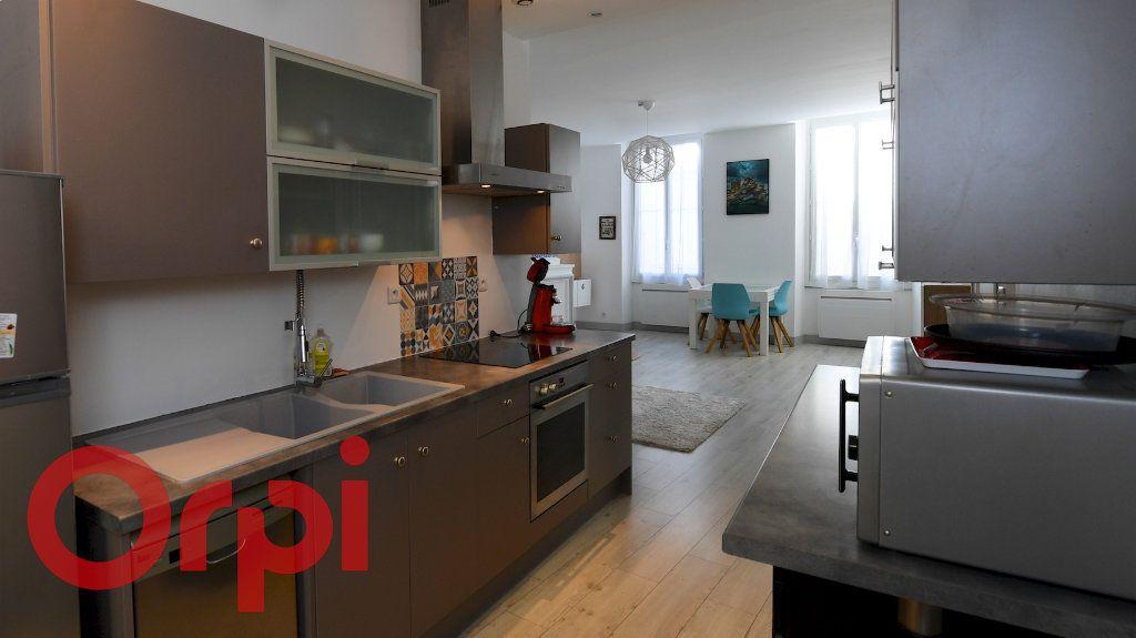 Appartement à vendre 5 85.91m2 à La Rochelle vignette-3