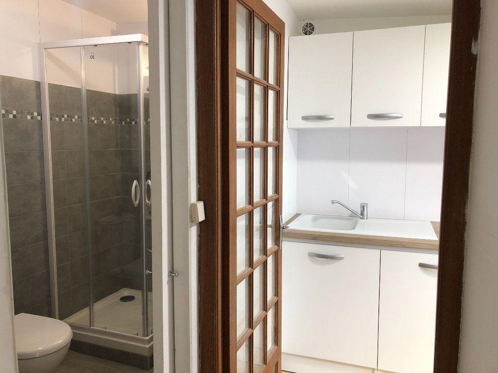 Appartement à louer 2 35m2 à La Rochelle vignette-2