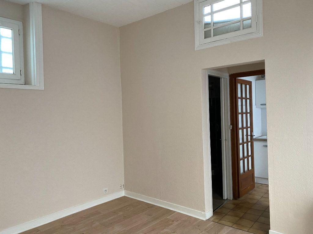 Appartement à louer 2 35m2 à La Rochelle vignette-5