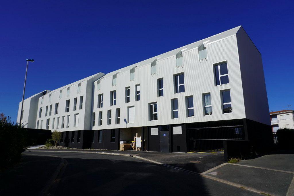 Appartement à vendre 4 83.46m2 à La Rochelle vignette-1