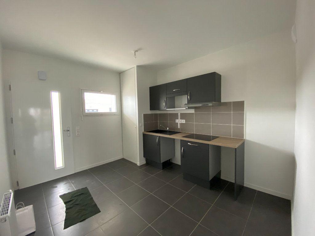 Appartement à louer 3 72.5m2 à Périgny vignette-2